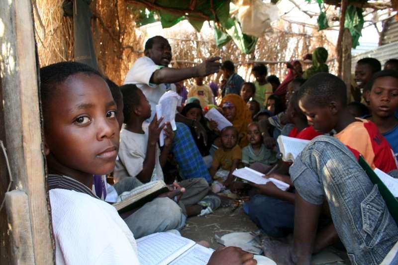 Guerra: 120.000 bambini rischiano di morire di fame
