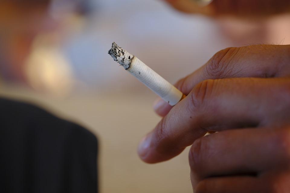 Proteggi le tue ossa, smetti di fumare!